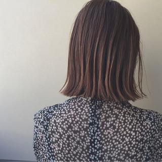 外ハネ 切りっぱなし リラックス ハイライト ヘアスタイルや髪型の写真・画像