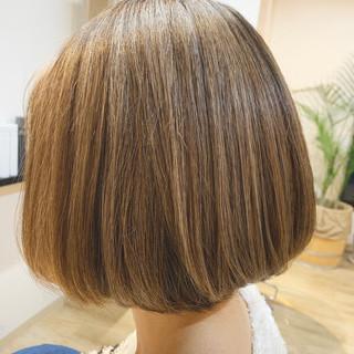 イルミナカラー アッシュグレージュ 切りっぱなしボブ 外国人風カラー ヘアスタイルや髪型の写真・画像