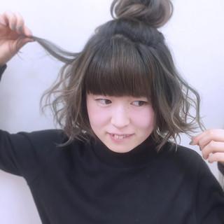 簡単ヘアアレンジ ガーリー インナーカラー ショート ヘアスタイルや髪型の写真・画像