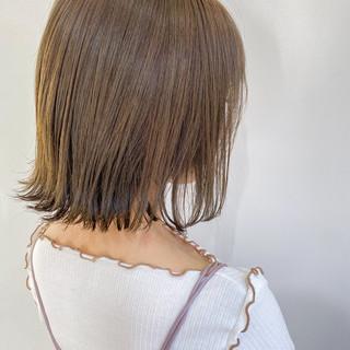 ミルクティーベージュ グレージュ 切りっぱなしボブ アッシュベージュ ヘアスタイルや髪型の写真・画像