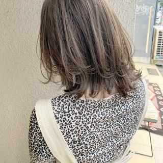 アッシュグレージュ ガーリー ミディアム ミルクティーベージュ ヘアスタイルや髪型の写真・画像