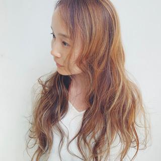 デート ヌーディベージュ 3Dハイライト フェミニン ヘアスタイルや髪型の写真・画像