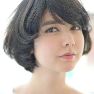大人かわいい 外国人風 パーマ ボブ ヘアスタイルや髪型の写真・画像