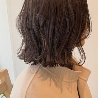 切りっぱなしボブ ミニボブ ショートボブ ヌーディベージュ ヘアスタイルや髪型の写真・画像