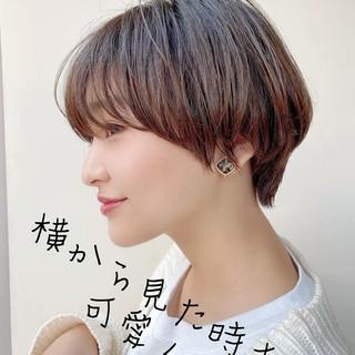ショートボブ 前髪あり ナチュラル 斜め前髪 ヘアスタイルや髪型の写真・画像