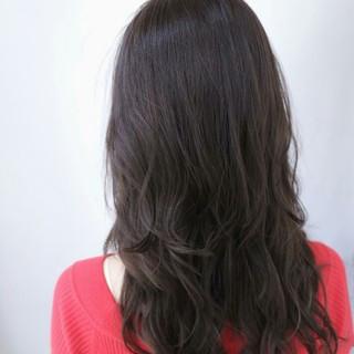 ロング アッシュ ナチュラル 外国人風 ヘアスタイルや髪型の写真・画像 ヘアスタイルや髪型の写真・画像