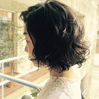 暗髪 パーマ 黒髪 ショート ヘアスタイルや髪型の写真・画像