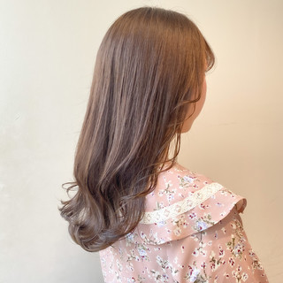 セミロング ミルクティーベージュ 透明感カラー ミルクティーグレージュ ヘアスタイルや髪型の写真・画像