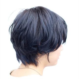 外国人風カラー モード ブルーブラック ショート ヘアスタイルや髪型の写真・画像