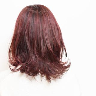ベリーピンク ピンク レッド ニュアンス ヘアスタイルや髪型の写真・画像