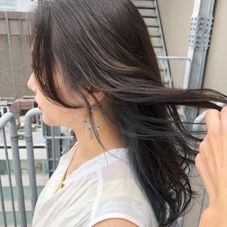 ミディアム インナーブルー ネイビーアッシュ ポイントカラー ヘアスタイルや髪型の写真・画像