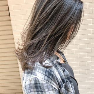ミディアム 3Dカラー 外国人風 エレガント ヘアスタイルや髪型の写真・画像 ヘアスタイルや髪型の写真・画像