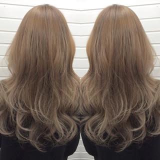 ホワイトアッシュ アッシュ ブリーチ エレガント ヘアスタイルや髪型の写真・画像