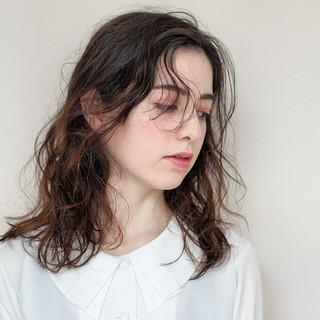 ミディアム ミルクティーベージュ パーマ ナチュラル ヘアスタイルや髪型の写真・画像