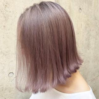 ベージュ ミディアム パープル ストリート ヘアスタイルや髪型の写真・画像