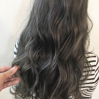 グレージュ ナチュラル 秋 ハイライト ヘアスタイルや髪型の写真・画像