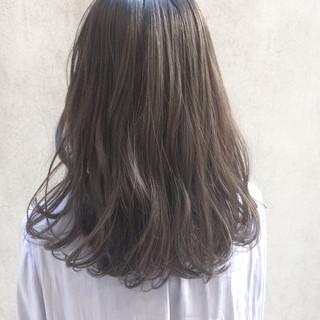 パーマ ナチュラル イルミナカラー オフィス ヘアスタイルや髪型の写真・画像