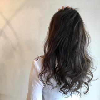 ゆるふわ ハイライト バレイヤージュ ロング ヘアスタイルや髪型の写真・画像