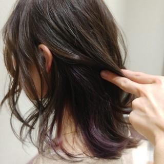 ミディアム かわいい インナーカラー ストリート ヘアスタイルや髪型の写真・画像