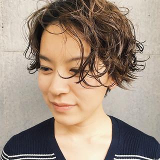 ハンサムショート ショート 無造作パーマ ストリート ヘアスタイルや髪型の写真・画像
