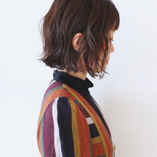 フェミニン ミニボブ 切りっぱなしボブ アッシュ ヘアスタイルや髪型の写真・画像