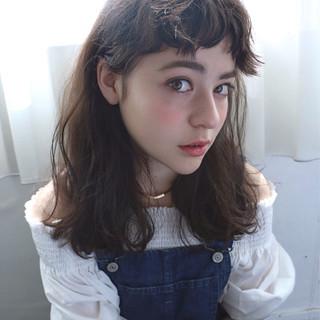 セミロング 外国人風 前髪あり ストリート ヘアスタイルや髪型の写真・画像