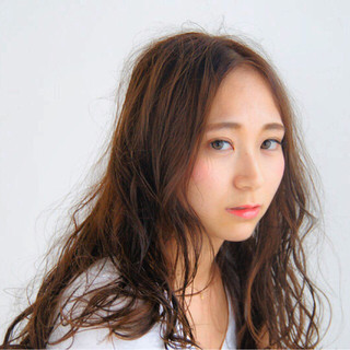 艶髪 ストリート ハイライト フェミニン ヘアスタイルや髪型の写真・画像