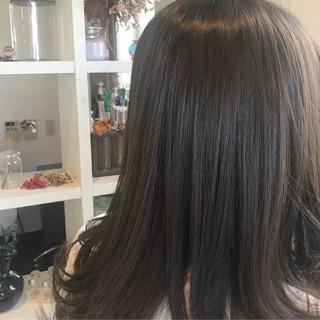 3Dカラー オリーブアッシュ イルミナカラー オリーブカラー ヘアスタイルや髪型の写真・画像