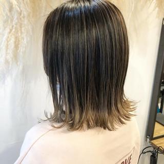ハイライト ブリーチカラー ブリーチ グレージュ ヘアスタイルや髪型の写真・画像