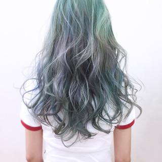 個性的 ロング ハイトーン アンニュイ ヘアスタイルや髪型の写真・画像