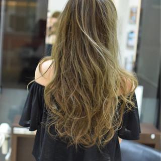 ロング 梅雨 透明感 ハイトーン ヘアスタイルや髪型の写真・画像