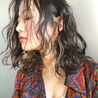 ニュアンスパーマ アンニュイ ミディアム 黒髪 ヘアスタイルや髪型の写真・画像
