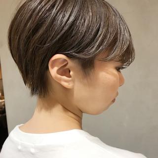 ショート ラベンダーアッシュ 小顔 グレージュ ヘアスタイルや髪型の写真・画像