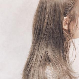 セミロング デート シアーベージュ ストリート ヘアスタイルや髪型の写真・画像