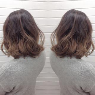 暗髪 ニュアンス グラデーションカラー アッシュ ヘアスタイルや髪型の写真・画像