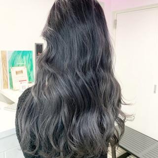 アッシュグレー ナチュラル シルバー ミディアム ヘアスタイルや髪型の写真・画像