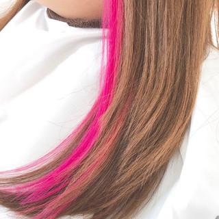 インナーカラー ピンク ロング ナチュラル ヘアスタイルや髪型の写真・画像