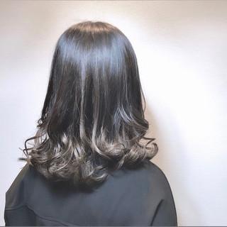 セミロング カーキ 外国人風カラー 秋冬スタイル ヘアスタイルや髪型の写真・画像