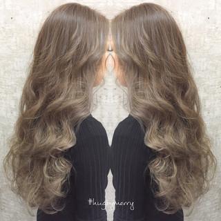 グレージュ ストリート ロング ミルクティーベージュ ヘアスタイルや髪型の写真・画像