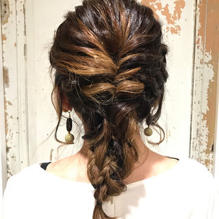 編み込み ナチュラル セミロング 女子会 ヘアスタイルや髪型の写真・画像