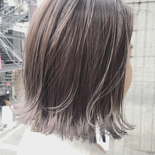アッシュグレージュ ショートヘア 切りっぱなしボブ ボブ ヘアスタイルや髪型の写真・画像