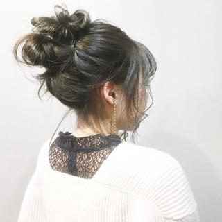 ブルーアッシュ インナーカラー ナチュラル アッシュベージュ ヘアスタイルや髪型の写真・画像
