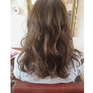 外国人風 大人かわいい ハイライト アッシュ ヘアスタイルや髪型の写真・画像
