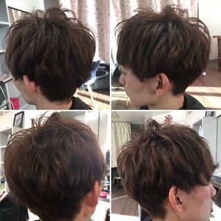 ナチュラル メンズ パーマ 無造作パーマ ヘアスタイルや髪型の写真・画像