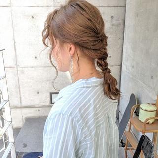 ミルクティーベージュ アッシュベージュ 波巻き ナチュラル ヘアスタイルや髪型の写真・画像