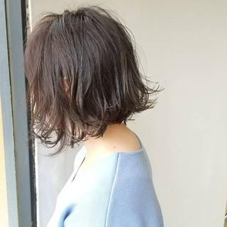 外ハネ 透明感 アッシュ ボブ ヘアスタイルや髪型の写真・画像