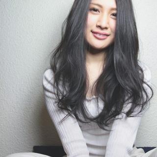 大人かわいい ロング パーマ ナチュラル ヘアスタイルや髪型の写真・画像