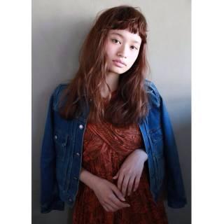 外国人風 オン眉 ウェーブ ナチュラル ヘアスタイルや髪型の写真・画像 ヘアスタイルや髪型の写真・画像