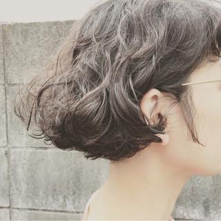 ストリート ショート くせ毛風 ガーリー ヘアスタイルや髪型の写真・画像