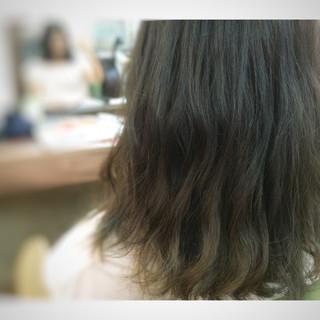 くせ毛風 アッシュ ゆるふわ 暗髪 ヘアスタイルや髪型の写真・画像
